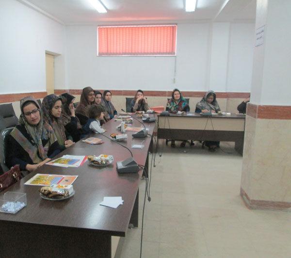 نشست بانوان فعال در عرصه کتابخوانی با فرماندار گمیشان + تصاویر   پرینت