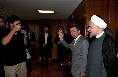 دو راهی دروغین احمدی نژاد ـ روحانی