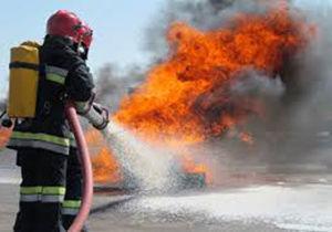مصدوم شدن راننده خودرو در حادثه آتش سوزی