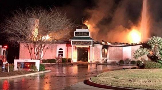 فیلم/ آتشسوزی مسجدی در تگزاس