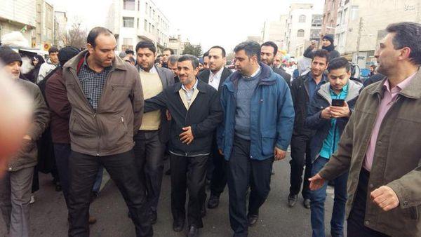 احمدی نژاد در راهپیمایی 22 بهمن +تصاویر
