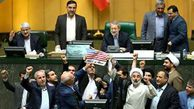 فیلم/ به آتش کشیدن پرچم آمریکا در مجلس، در پی خروج این کشور از برجام