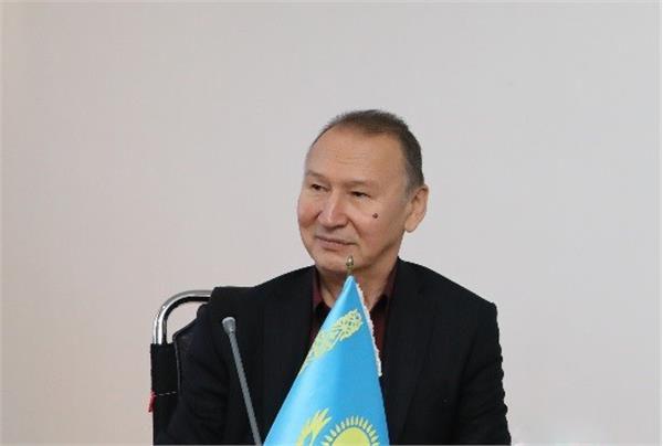 تقدیم «آیدجان آیداشف» از مدیرکل فرهنگ و ارشاد اسلامی گلستان