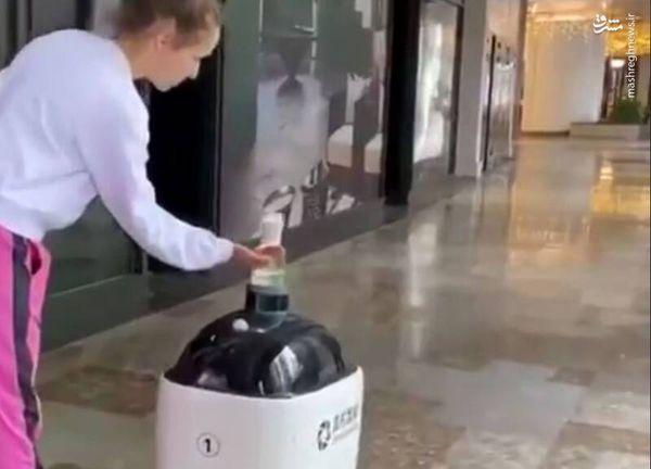 فیلم/ ربات توزیع کننده ماده ضدعفونی کننده