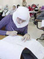 پسر جوان با لباس زنانه در امتحان نهایی حاضر شد