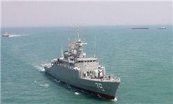 درگیری ناوشکن جماران با ۷ قایق دزدان دریایی برای نجات نفتکش ایرانی