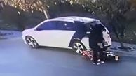 فیلم/ تصادف زن موتورسوار با خودروی پارک شده!