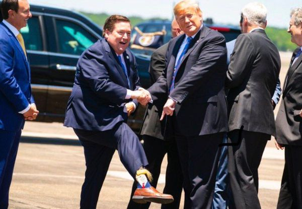 جوراب ترامپی یک مقام آمریکایی! + عکس
