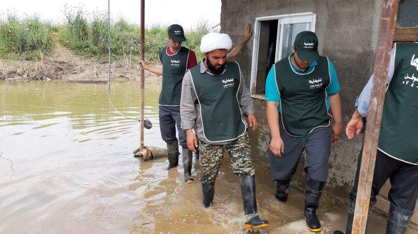 تخلیه باقی مانده سیلاب در روستای سقریلقی آق قلا/تصاویر