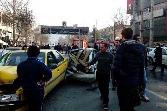 تصادف شدید اتوبوس با 11 خودرو در کرج +عکس
