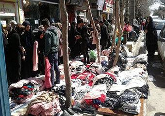بازار در تصرف دستفروشان!/ دست فروشی؛ سد معبر یا رزق حلال؟
