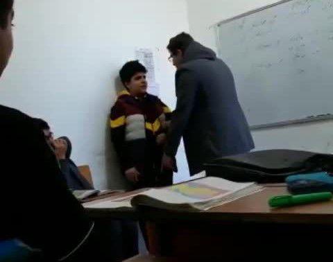 برخورد و رفتار تحقیر آمیز یک معلم با دانش آموز