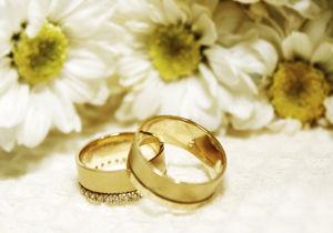 حکم پوشش انگشتر طلا و حلقه ازدواج بانوان چگونه است؟