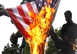 فیلم/ آتش زدن پرچم آمریکا و رژیم صهیونیستی در ۱۳ آبان