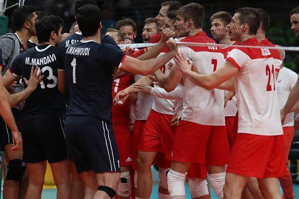 حرکت زشت برخی ایرانی ها در حمله به ستاره های حریف تیم ملی