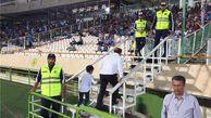 خروج پیشکسوت استقلال از ورزشگاه  به دلیل برخورد بد مسئولان + عکس