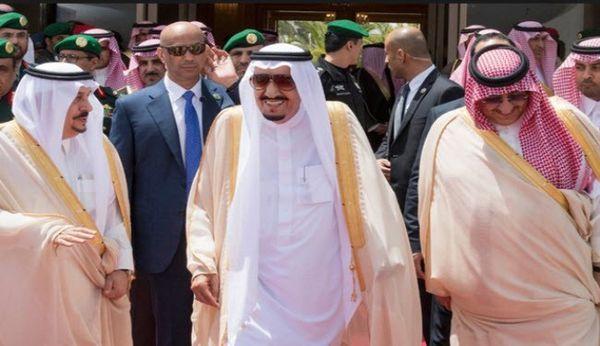 فیلم/ جنجال دستمال پادشاه سعودی در مصر