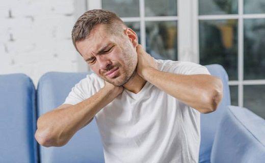 خشکی گردن در ابتدای صبح نشانه چیست؟
