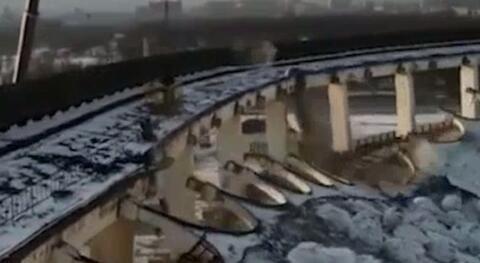 فیلم/ فرو ریختن مرگبار ورزشگاهی در روسیه